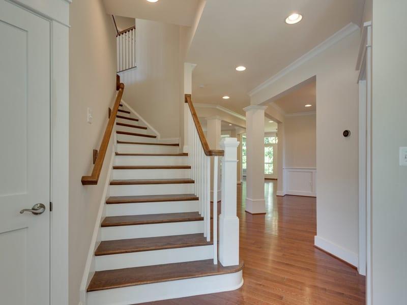 7718 Lisle Ave Falls Church VA-MLS_Size-009-Foyer-2048x1536-72dpi