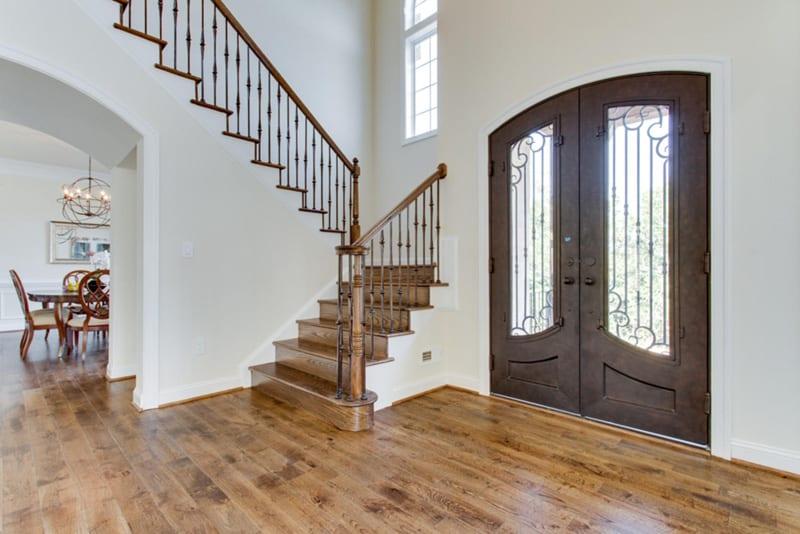 Holmes -006-Entry Foyer