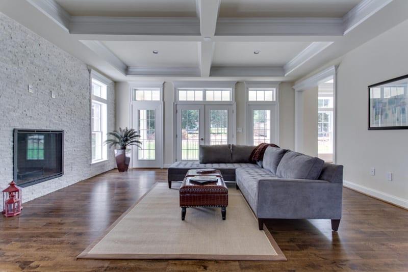 Holmes -020-Living Room