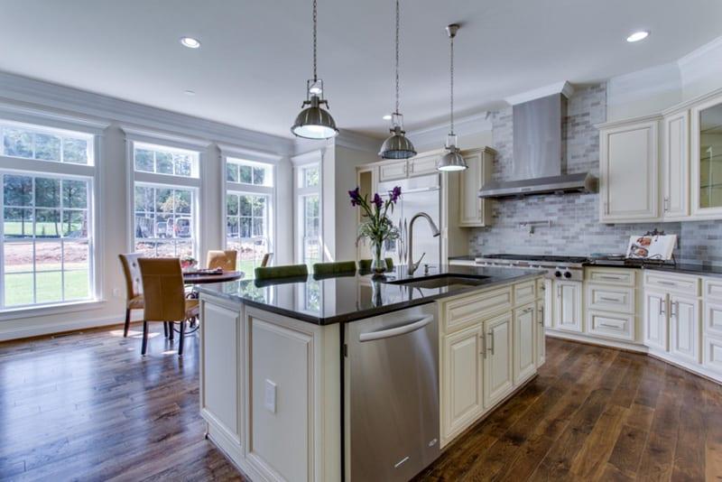 Holmes -027-Kitchen